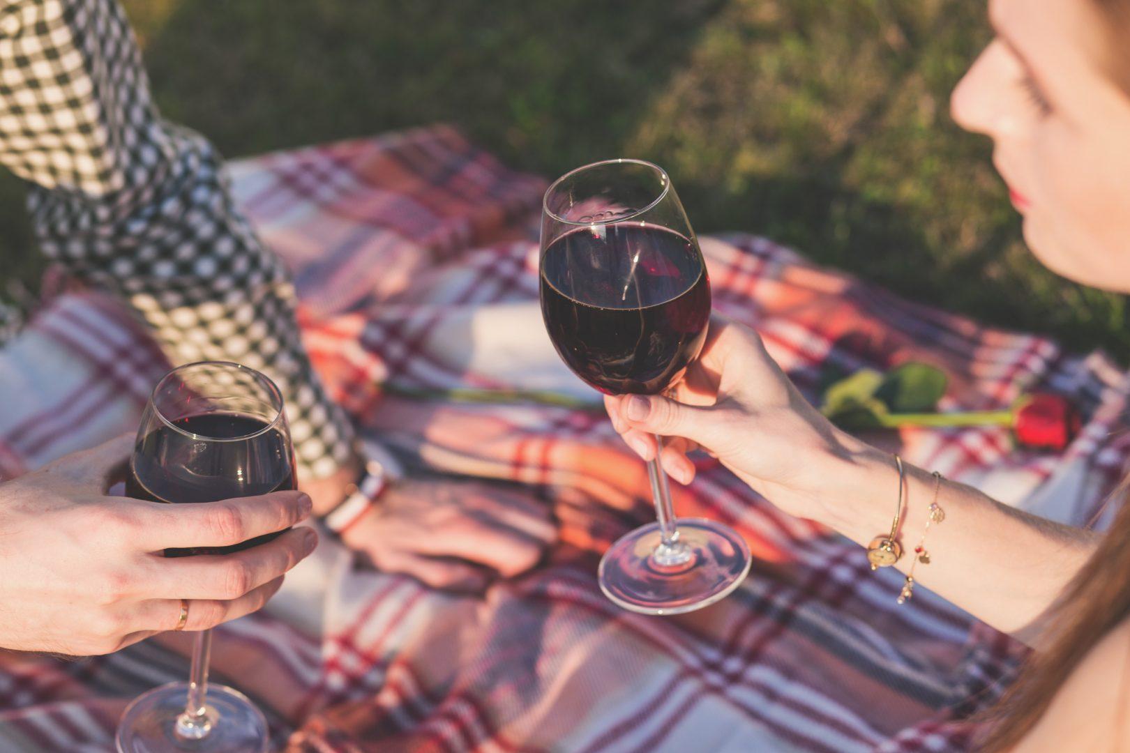 alcohol-blanket-celebration-160322